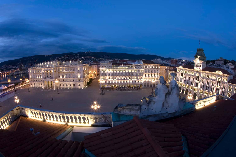 Piazza dell'Unità d'Italia notte (c) Duchi D'Aosta
