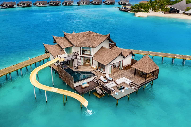 Ozen Reserve Bolifushi Malediven Ocean Pool Suite mit Rutsche